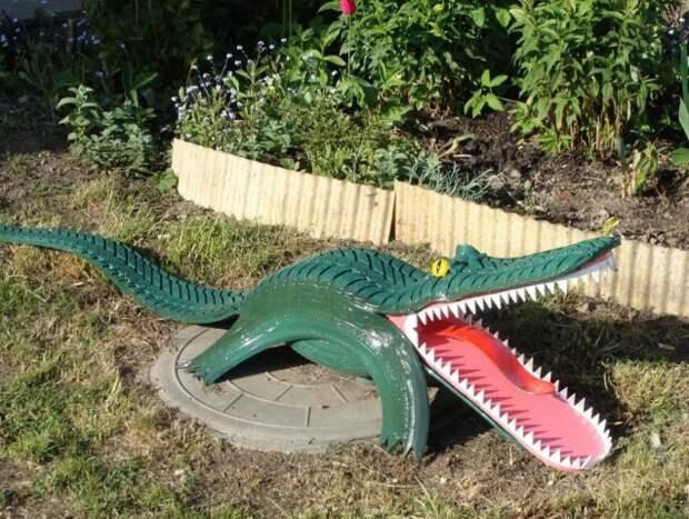 Вот таких зверюшек можно сделать из старых шин и украсить дворовую территорию.