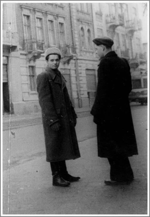 Богдан Сташинский, фото скрытой камерой сделано во время проверки его связей. Львов, февраль 1951 года./Фото: g.io.ua