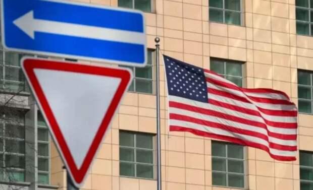 Мир продлился недолго: США потребовали от 24 российских дипломатов покинуть страну до 3 сентября