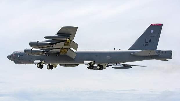 Бомбардировщики США отрабатывают навыки ракетно-бомбового удара по России