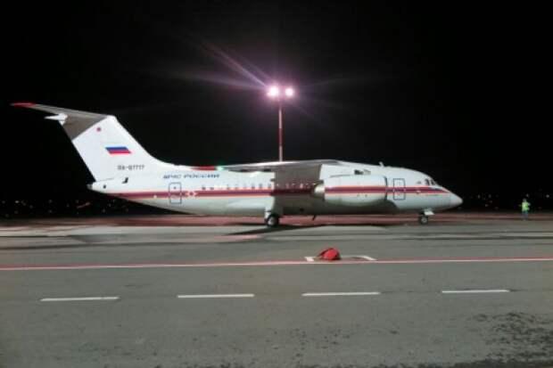Самолет МЧС России с грузом гуманитарной помощи приземлился в Нью-Дели