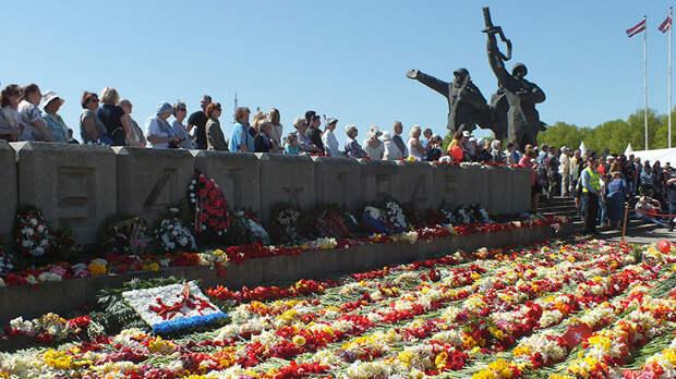 В Риге закрыли доступ к памятнику Освободителям на 9мая