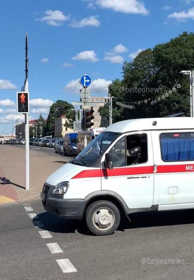 Вторая ночь протестов в Беларуси: коктейли Молотова, баррикады и первая смерть