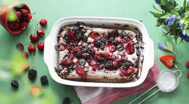 Творожный заливной пирог с ягодами
