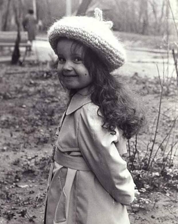 14 архивных фото знаменитостей: маленькая Ротару, еще неизвестная Монро и другие