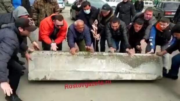 Продавцы оцепленных рынков вРостовской области дали отпор силовикам