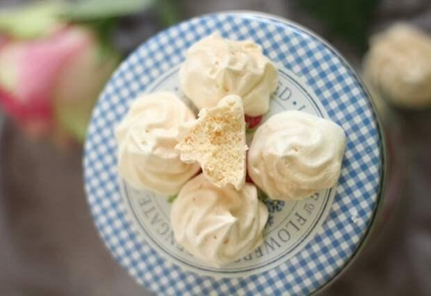 Для безе нужны только белки и сахар. / Фото: gotovim-doma.ru