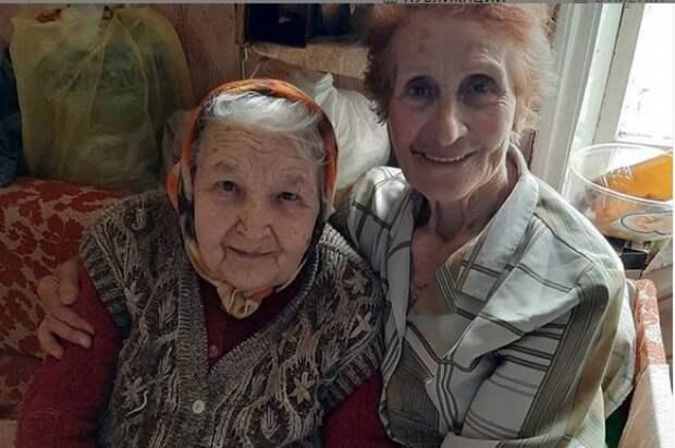 Юлия Михайлюк с 95-летней подругой Русиной.