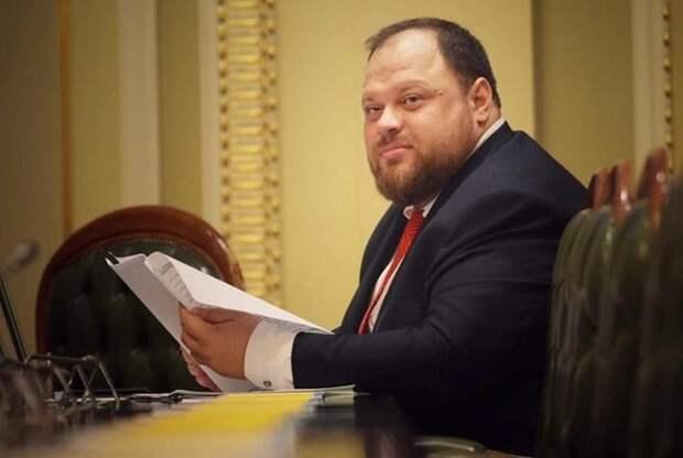 Новым спикером Верховной Рады Украины стал бывший коллега Зеленского по КВН