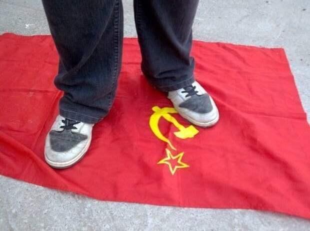 В России есть идеология: топтать СССР. Что она нам дает?