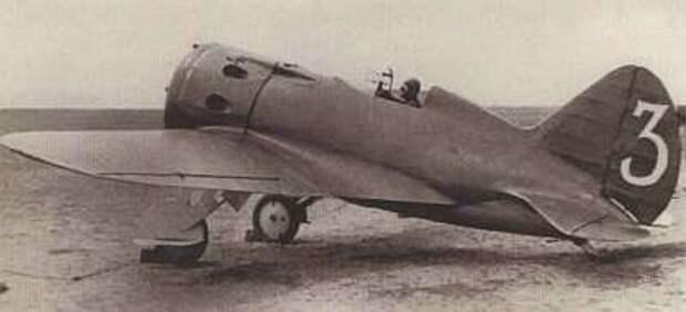 Истребитель И-16 из 70-го ИАП на аэродроме Тамсаг-Булак