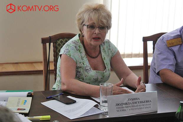 Людмила Лубина ведет прием феодосийцев
