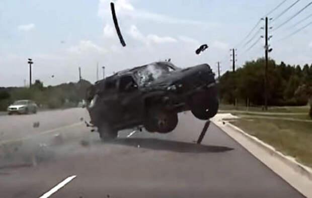Погоня в стиле GTA: нарушительница «катапультировалась» из машины