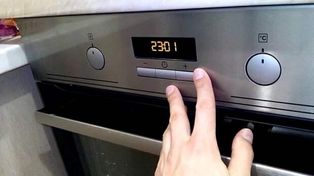 Устанавливайте на таймере врем, которое будет меньше указанного в рецепте. / Фото: technosova.ru
