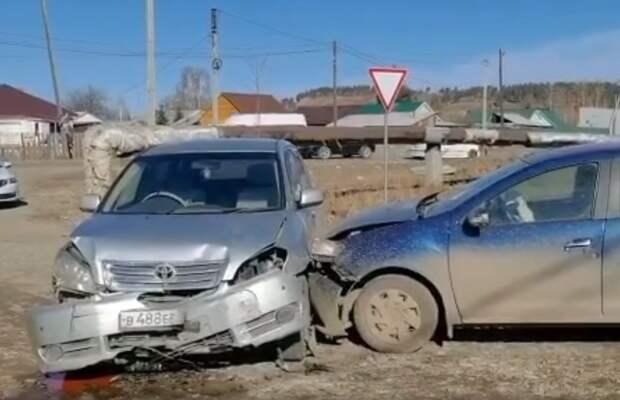 """15-летняя школьница за рулем """"Тойоты"""" попала в ДТП в Шелеховском районе"""