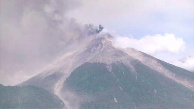 В Гватемале эвакуировали четыре тысячи человек в связи с извержением вулкана Фуэго