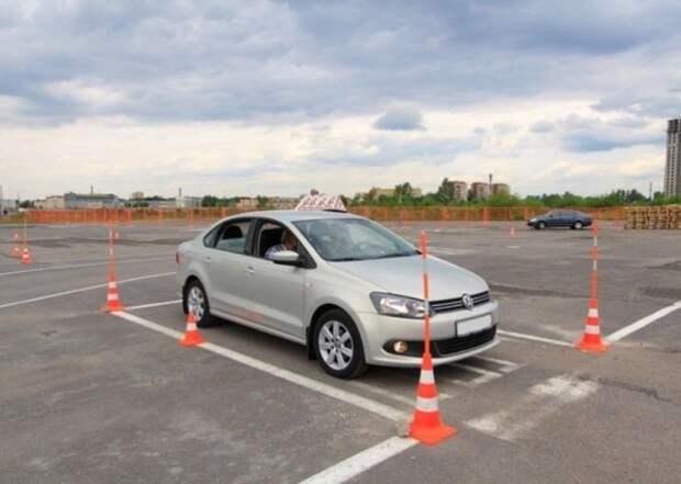Тренировка по парковке автомобиля. | Фото: i4car.net.