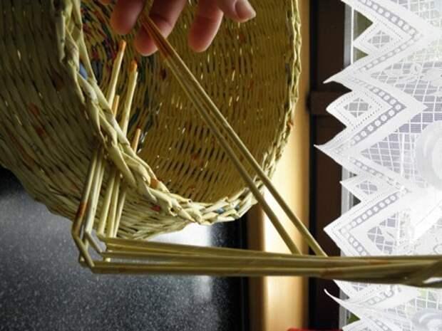 плетение из газет. корзинка из газетных трубочек (3) (336x448, 67Kb)
