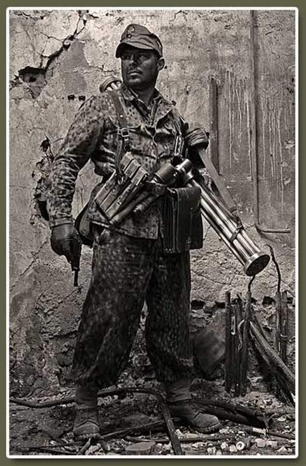 Солдат СС с Lyuftfaust