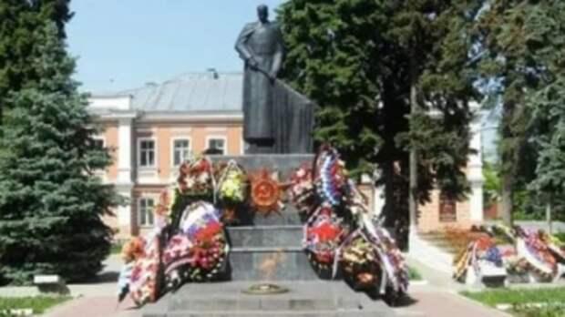 В Ельце школьники осквернили памятник героям войны