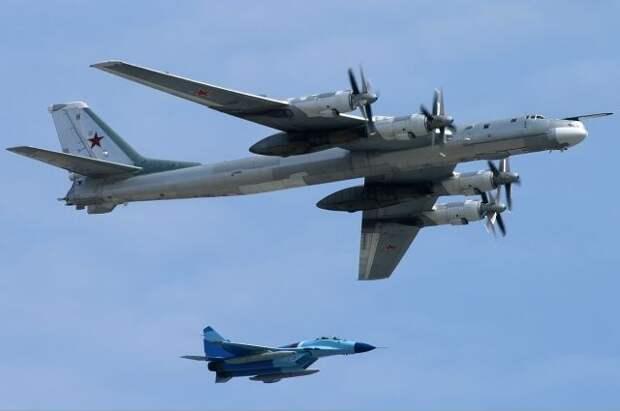 Два ракетоносца Ту-95МС выполнили полет над нейтральными водами Арктики