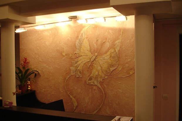 Красивая отделка стен декоративной штукатуркой