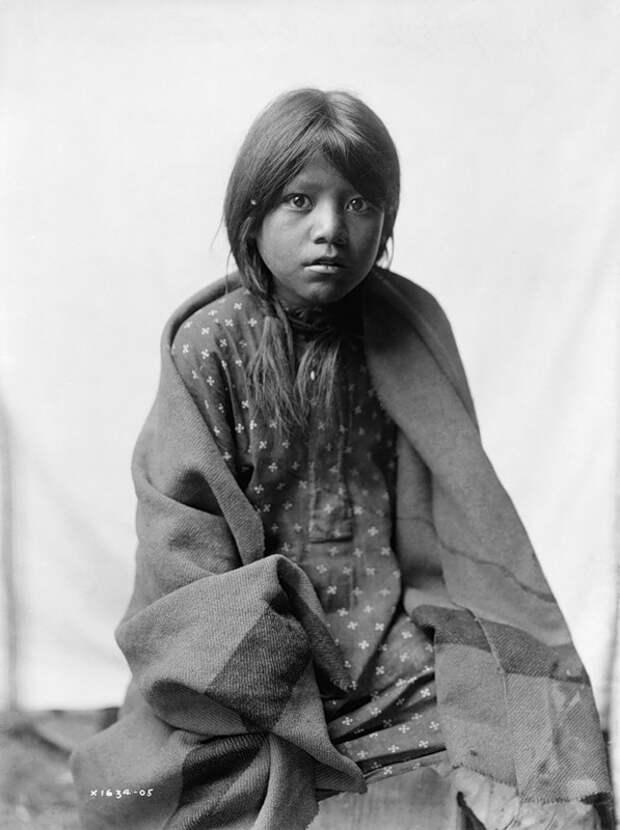 Североамериканская индианка (индеанка) из народности таос. Фото