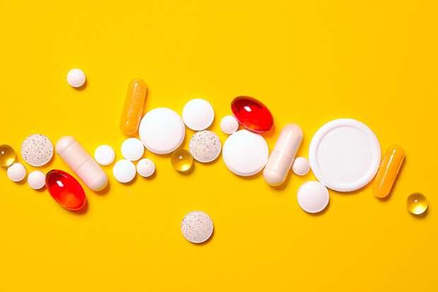 Врач рассказал, какие витамины помогут легче перенести вакцинацию