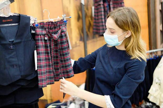 В Краснодаре открылась выставка-продажа одежды для школьников