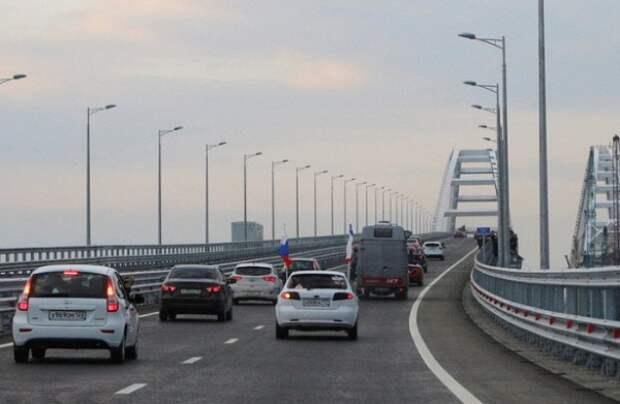 Сколько автомобилей проезжает по Крымскому мосту в сутки?