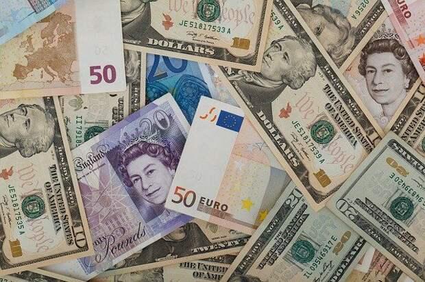 Биржевой курс доллара вырос до 76 рублей