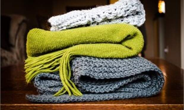 Достаём шарф и дарим подарок миру
