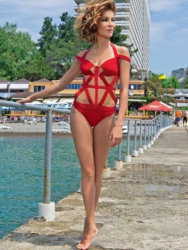 «Могу себе позволить»: новое пикантное фото 41-летней Елены Подкаминской обсуждают в сети
