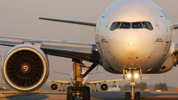 Трансконтинентальный Boeing экстренно сел в Новосибирске