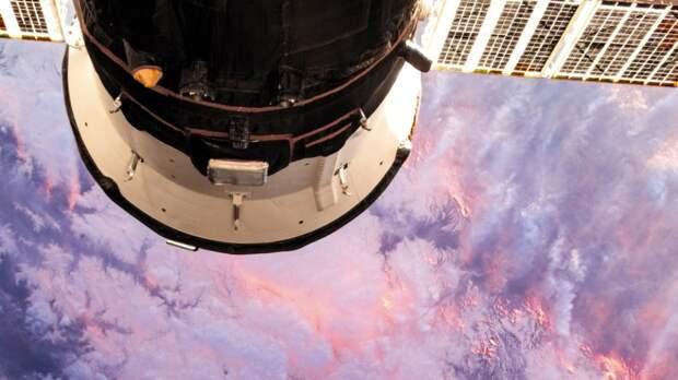 Российские космонавты успешно вернулись на Землю с МКС