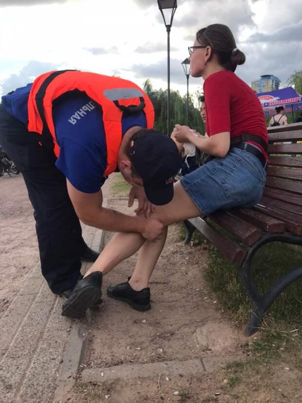 Спасатели оказали помощь девушке
