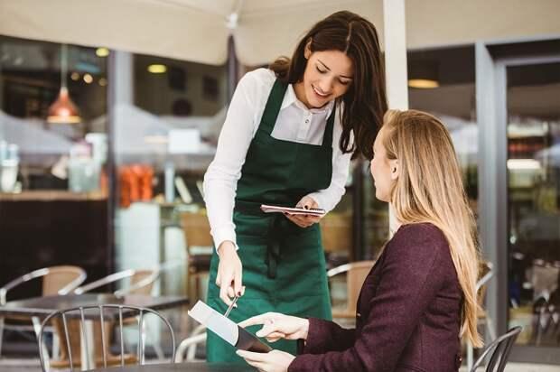 9 уловок официантов, о которых не подозревают обычные посетители