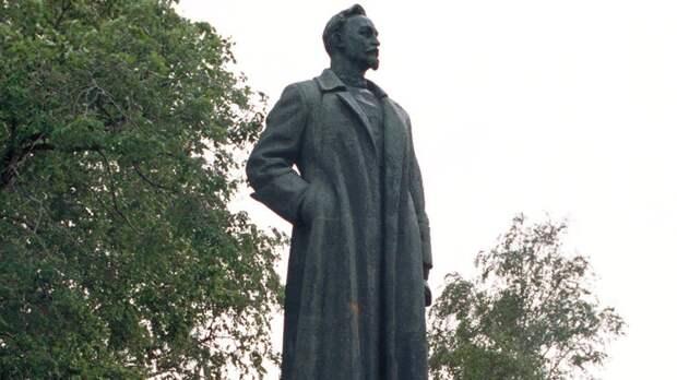 Необходимо ли вернуть памятник Дзержинскому на Лубянку?