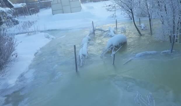 ВАсбесте вморозы топит поселок вышедшая изберегов река