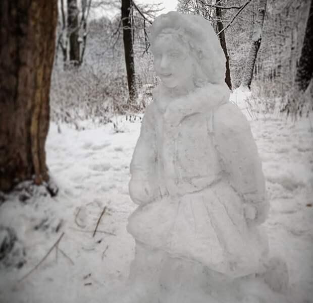 Житель Северного Тушина создал скульптуры из снега