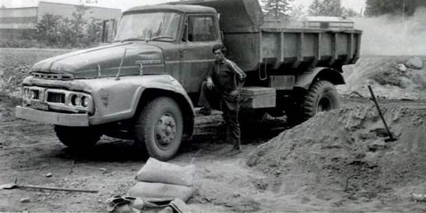 4. Японский грузовик Isuzu TD50-D. Такие самосвалы Советский Союз закупил для работы на Дальнем Востоке. СССР, авто, автомобили, олдтаймер, ретро авто, ретро техника, ретро фото, советские автомобили
