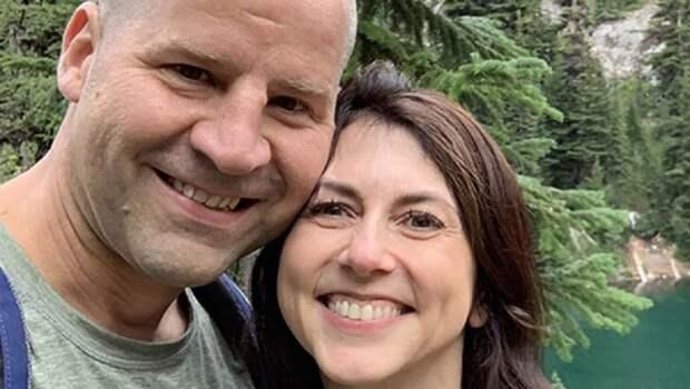 Экс-жена миллиардера Безоса вышла замуж за учителя