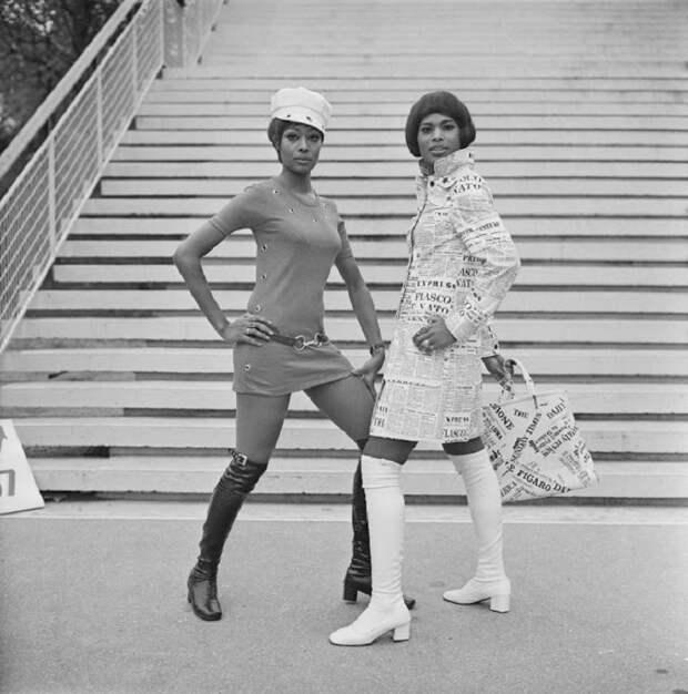Такие сапоги ассоциировались, прежде всего, с гардеробом исключительно молоденьких девушек.