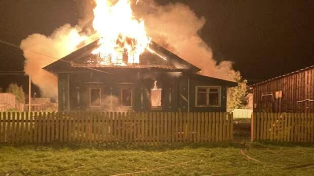 Двое детей стали жертвами пожара в Свердловской области