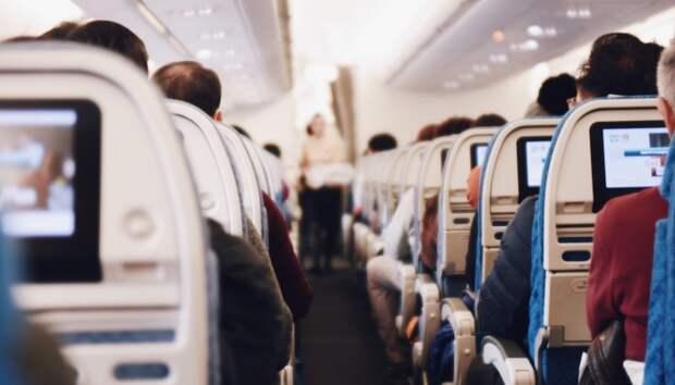30-летняя жительница Техаса умерла от COVID-19 на борту самолета перед взлетом