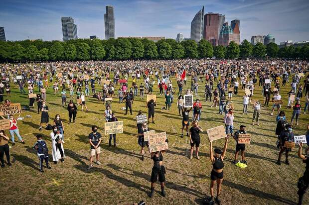 Акция протеста в Гааге, июнь 2020 года EPA-EFE/PHIL NIJHUIS
