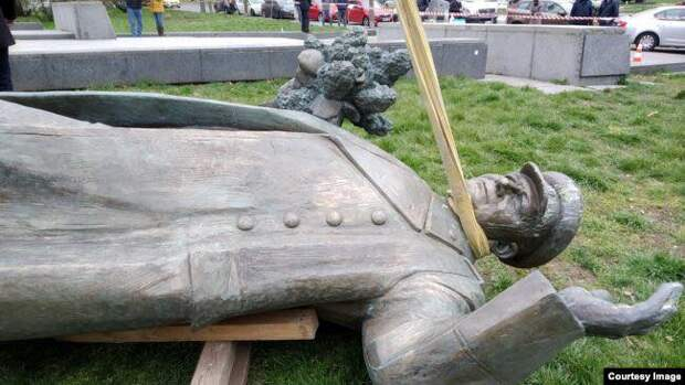 """Чехи снесли памятник маршалу Коневу. """"У него не было маски на лице..."""""""