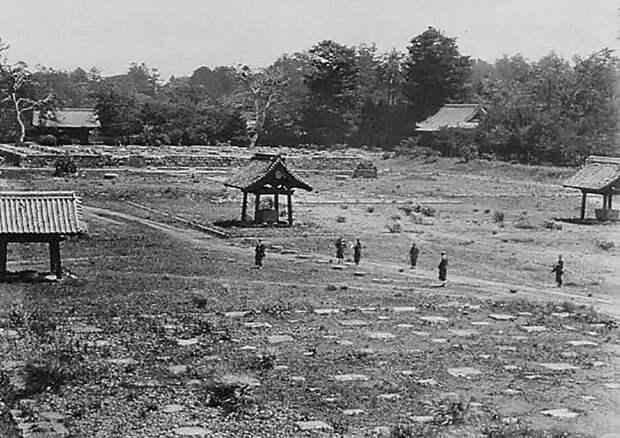 Разрушенный войной храм в Уэно, 1868 год jacar.go.jp - Кровавые вехи войны Босин   Военно-исторический портал Warspot.ru
