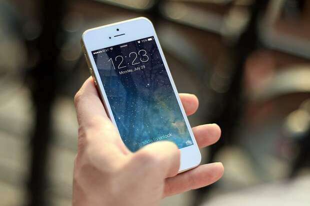 В рыбновском общежитии у мужчины под угрозой расправы отняли сотовый телефон