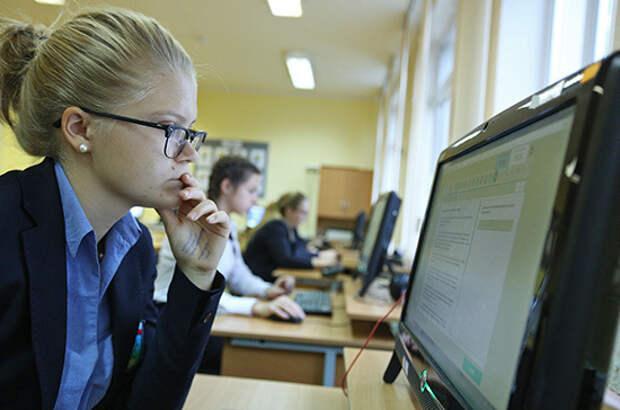 В школах планируют увеличить число работ в электронном виде